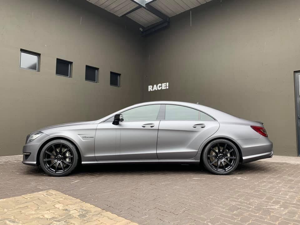 Mercedes-Benz CLS63 AMG W218 (9)
