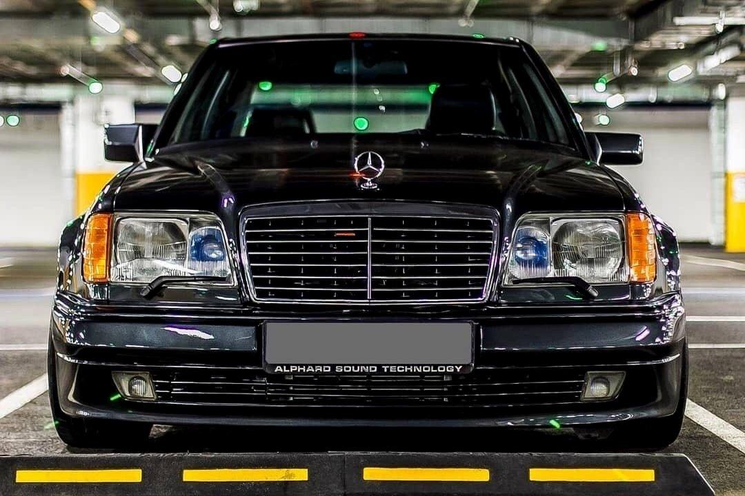 Mercedes-Benz E500 W124 (1)