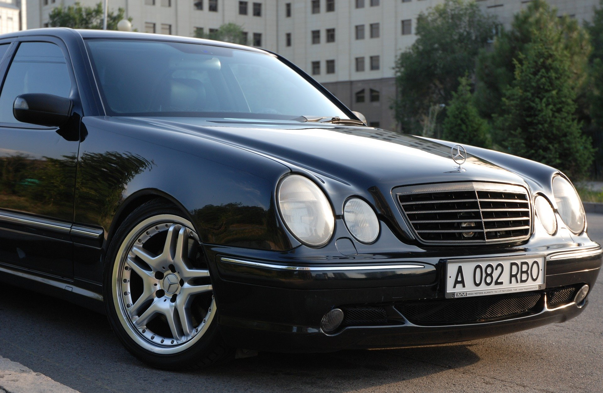 Mercedes-Benz E55 AMG W210 (11)