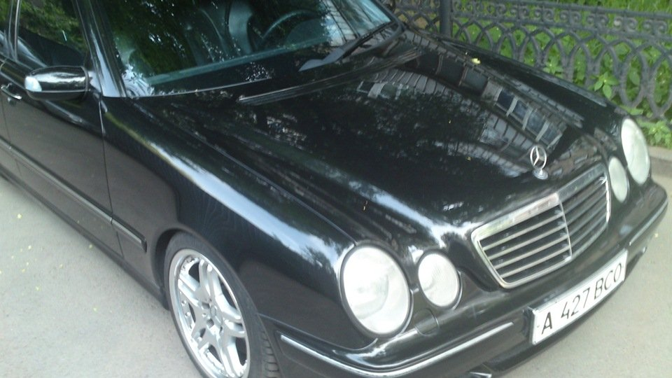 Mercedes-Benz E55 AMG W210 (14)