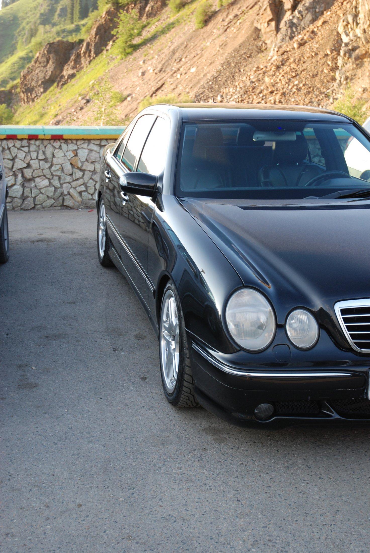 Mercedes-Benz E55 AMG W210 (2)
