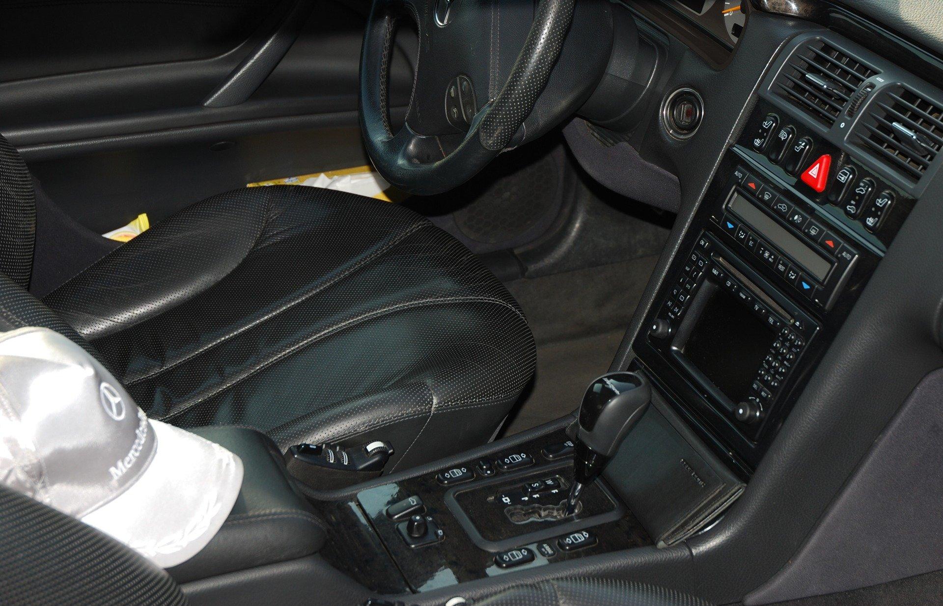 Mercedes-Benz E55 AMG W210 (3)
