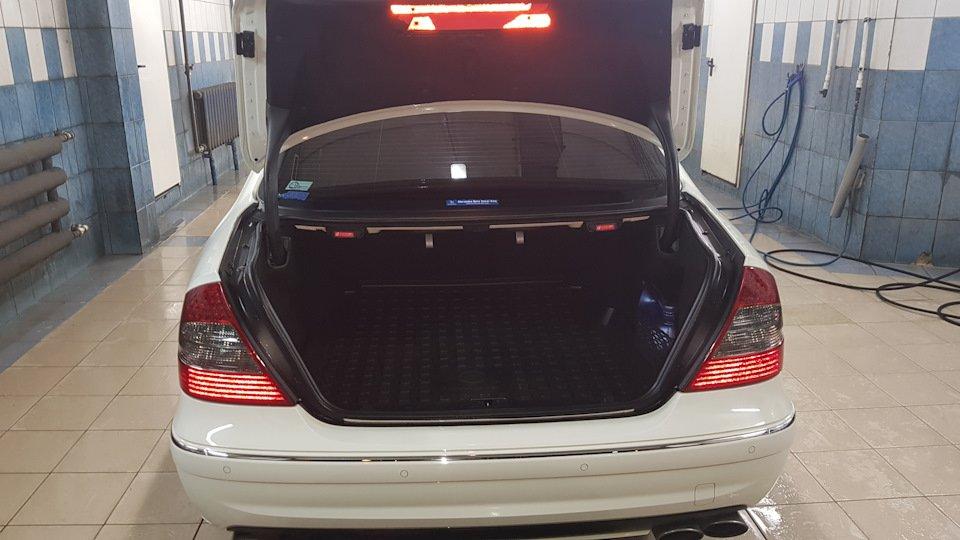 Mercedes-Benz E63 AMG W211 (17)