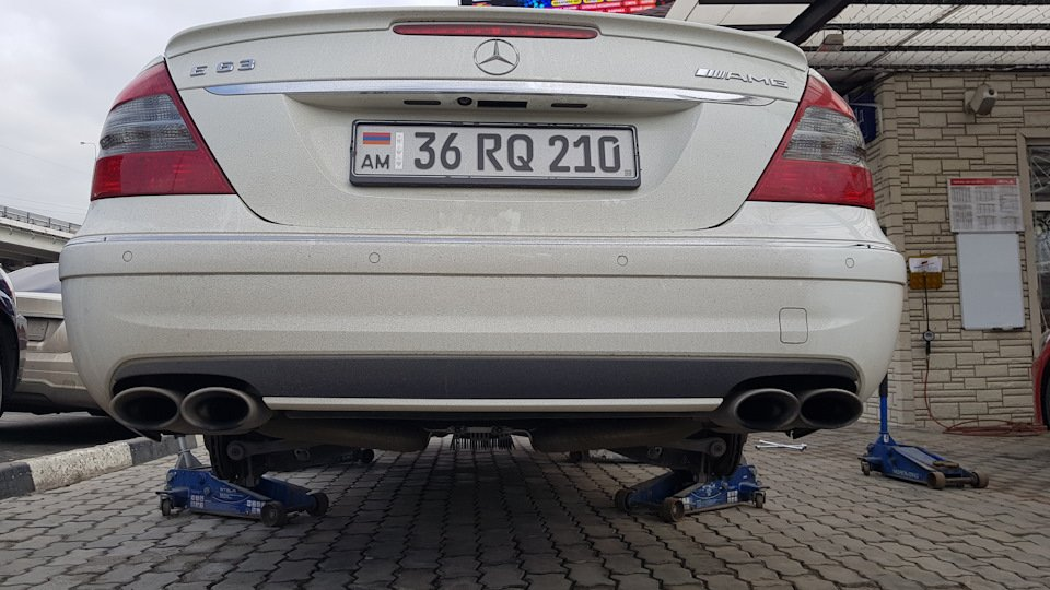 Mercedes-Benz E63 AMG W211 (18)