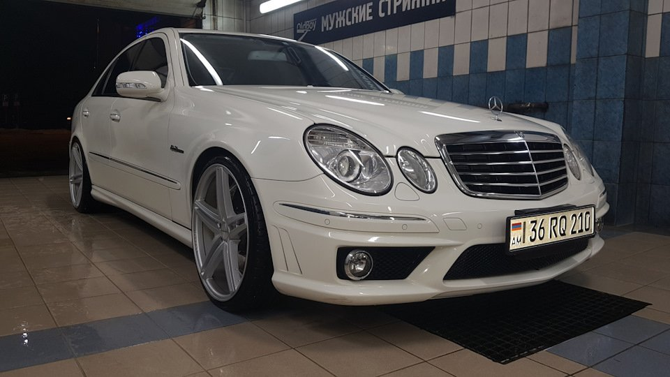 Mercedes-Benz E63 AMG W211 (20)