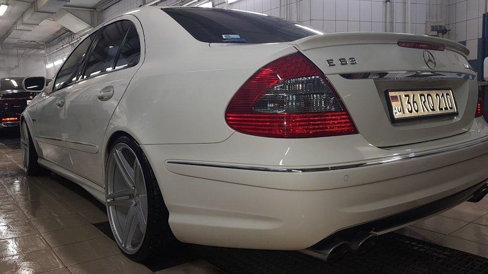 Mercedes-Benz E63 AMG W211 (21)