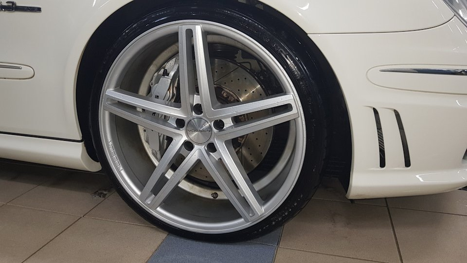 Mercedes-Benz E63 AMG W211 (23)