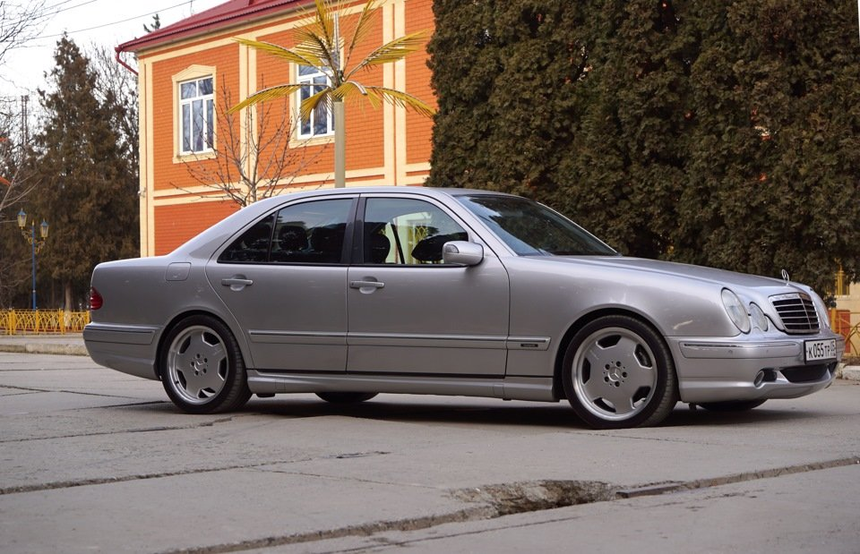 Mercedes-Benz E 55 AMG W210 (10)