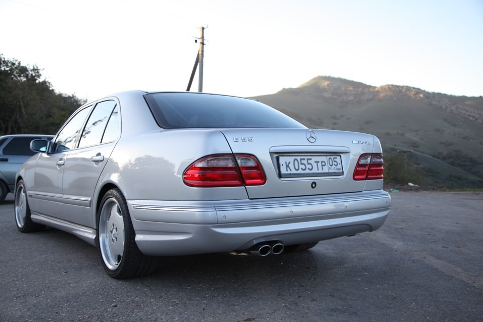 Mercedes-Benz E 55 AMG W210 (110)
