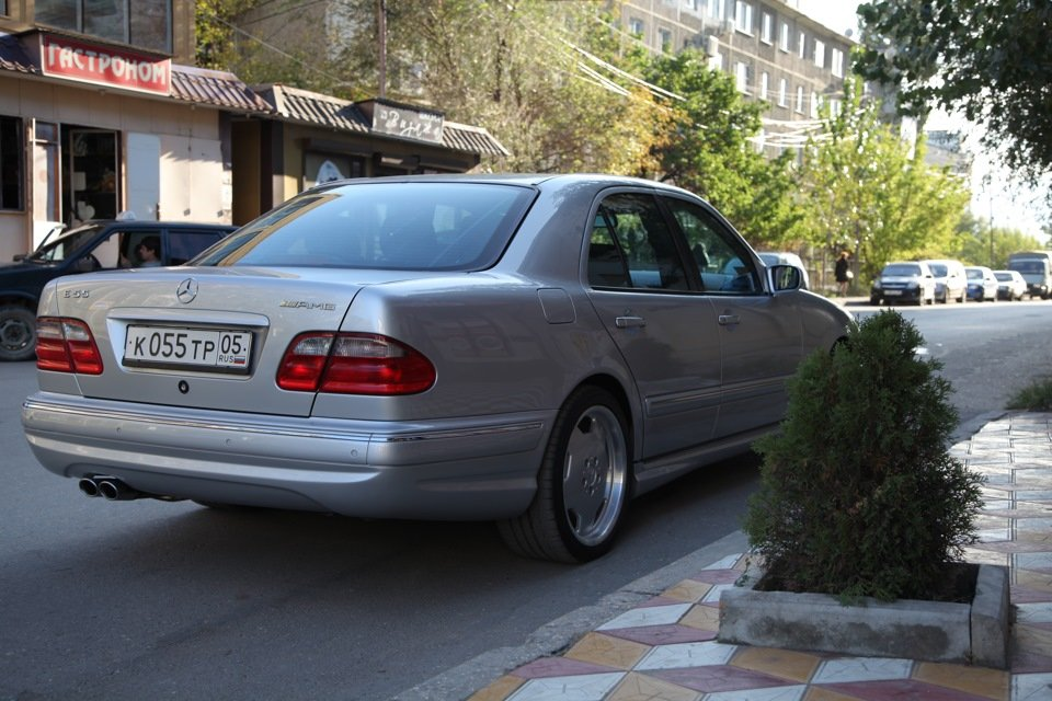 Mercedes-Benz E 55 AMG W210 (115)