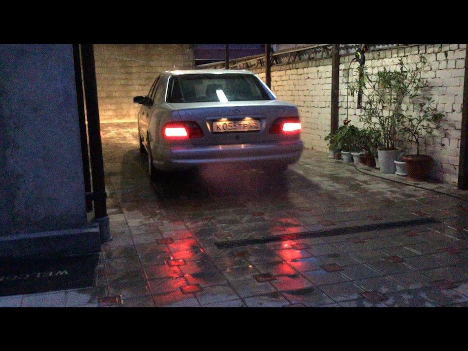 Mercedes-Benz E 55 AMG W210 (128)
