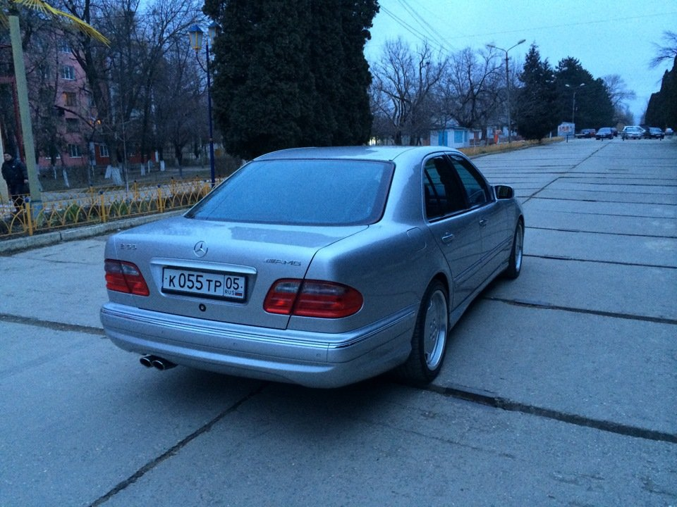 Mercedes-Benz E 55 AMG W210 (13)