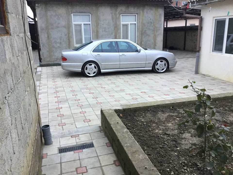 Mercedes-Benz E 55 AMG W210 (1)