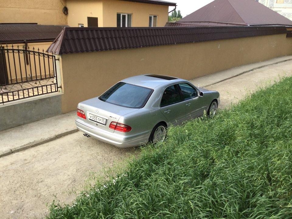 Mercedes-Benz E 55 AMG W210 (21)