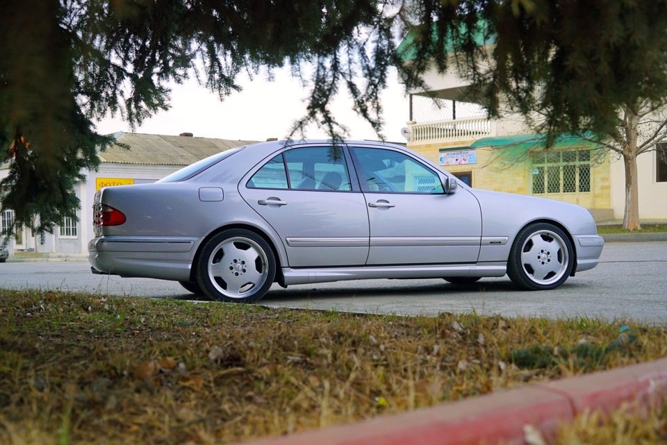 Mercedes-Benz E 55 AMG W210 (43)