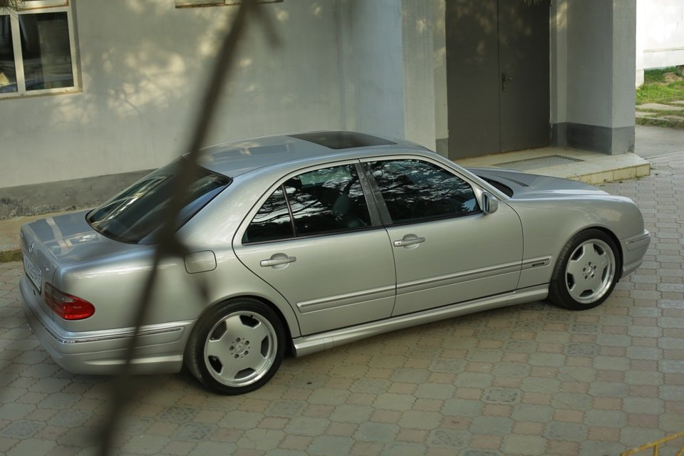 Mercedes-Benz E 55 AMG W210 (61)