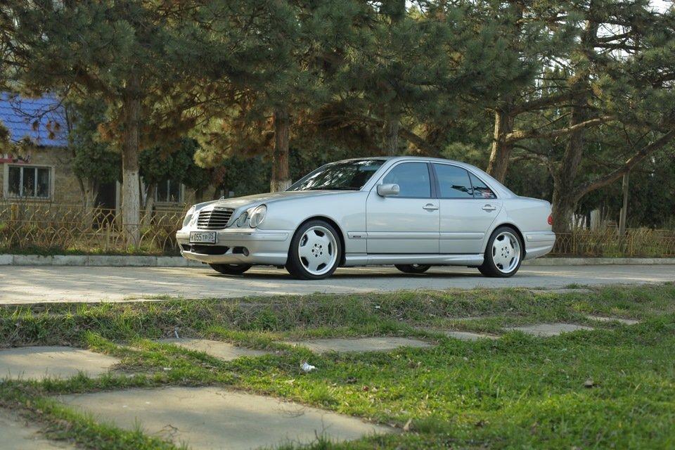 Mercedes-Benz E 55 AMG W210 (64)