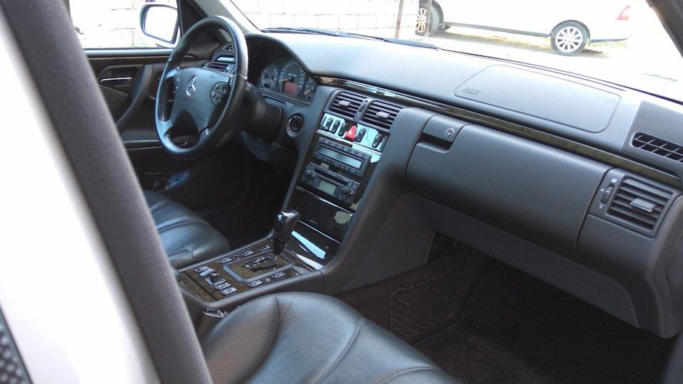 Mercedes-Benz E 55 AMG W210 (81)