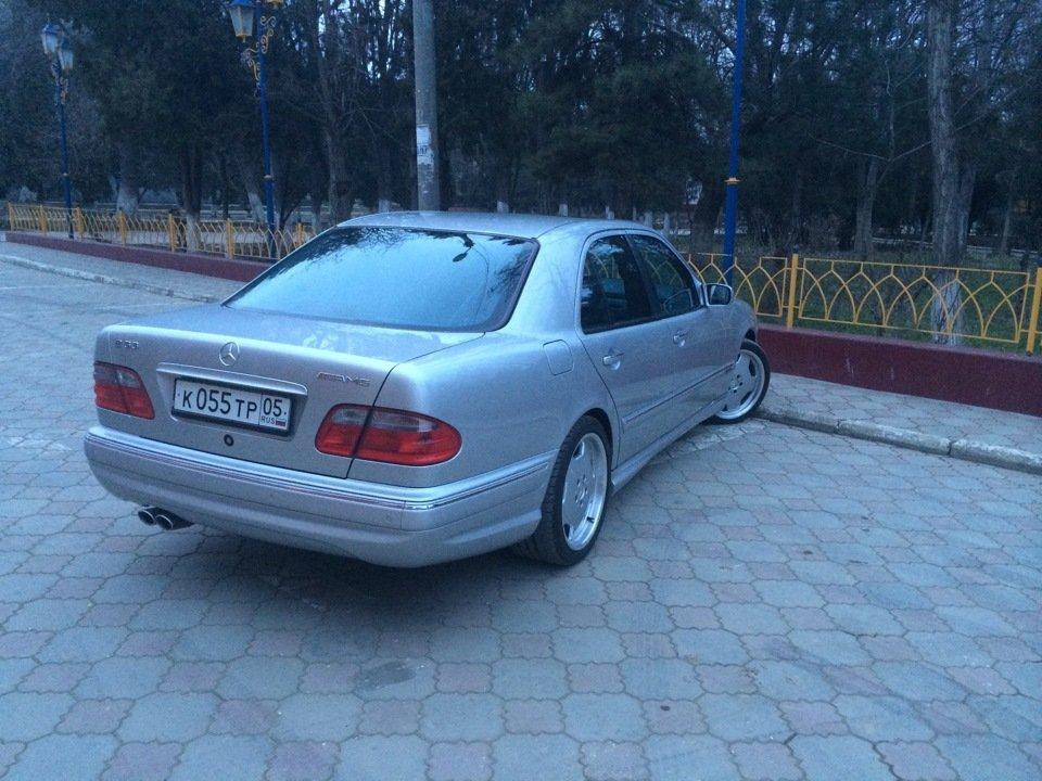 Mercedes-Benz E 55 AMG W210 (88)