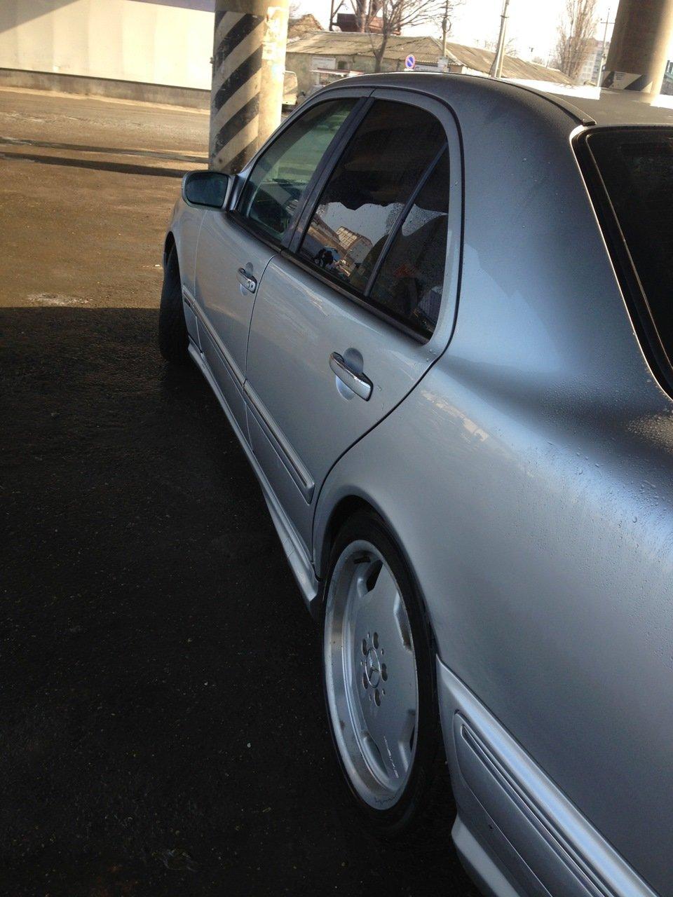 Mercedes-Benz W210 E55 AMG (1)