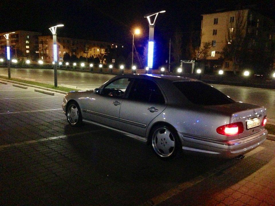 Mercedes-Benz W210 E55 AMG (25)