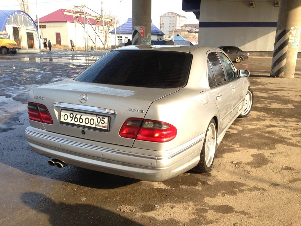 Mercedes-Benz W210 E55 AMG (35)