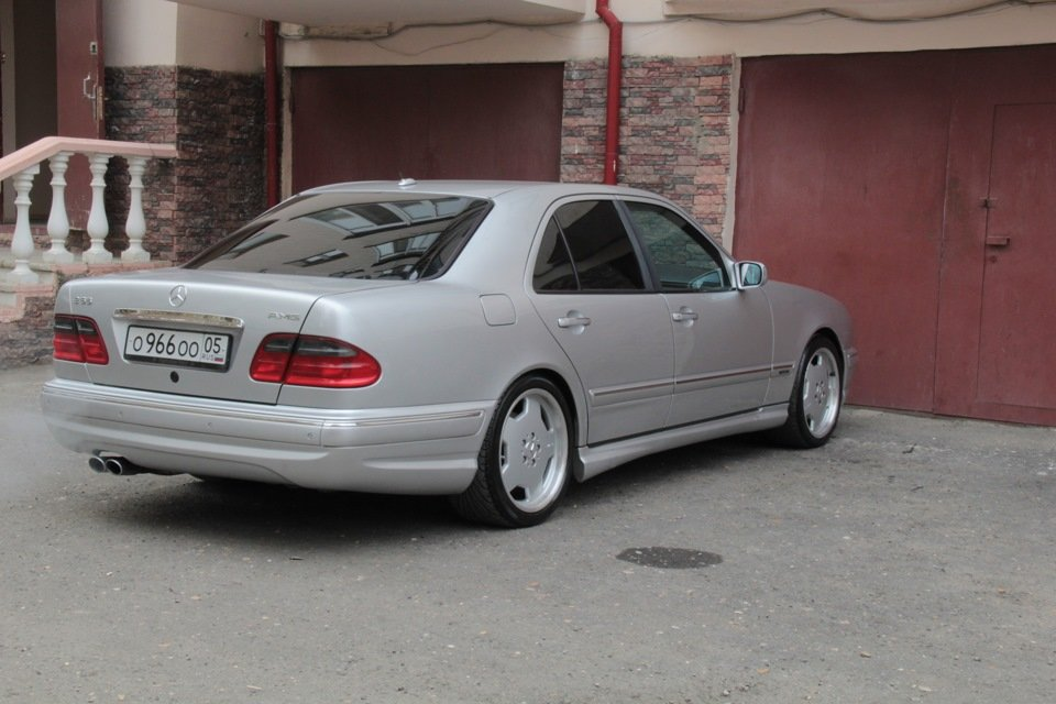 Mercedes-Benz W210 E55 AMG (3)