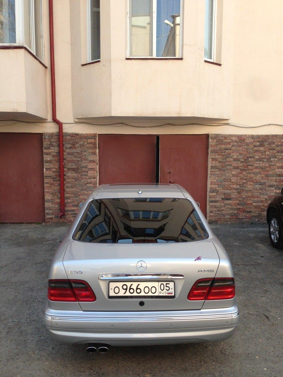 Mercedes-Benz W210 E55 AMG (5)