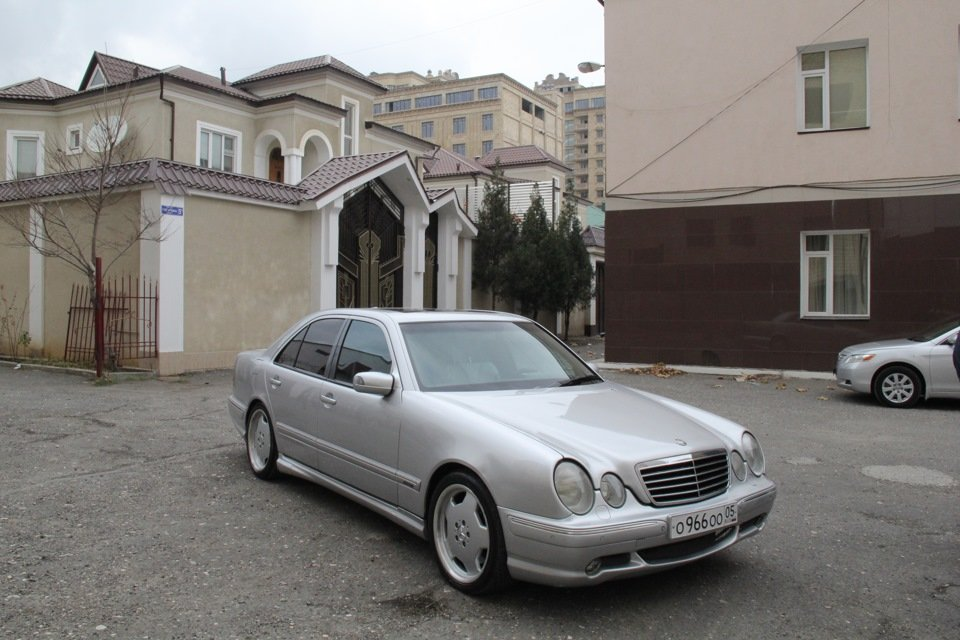 Mercedes-Benz W210 E55 AMG (9)