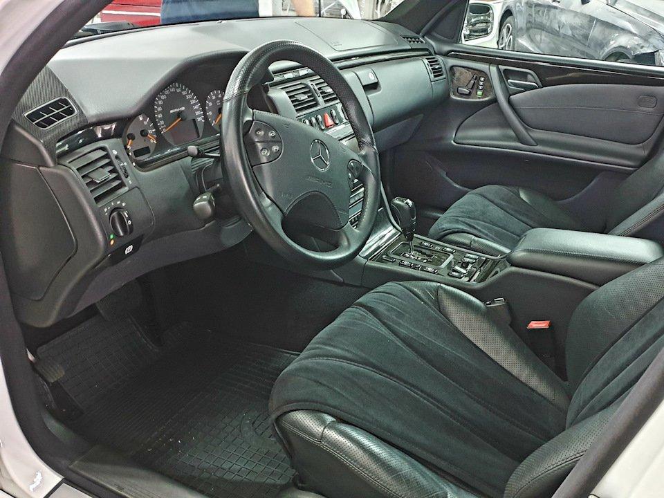 Mercedes-Benz W210 E55 Kompressor (2)