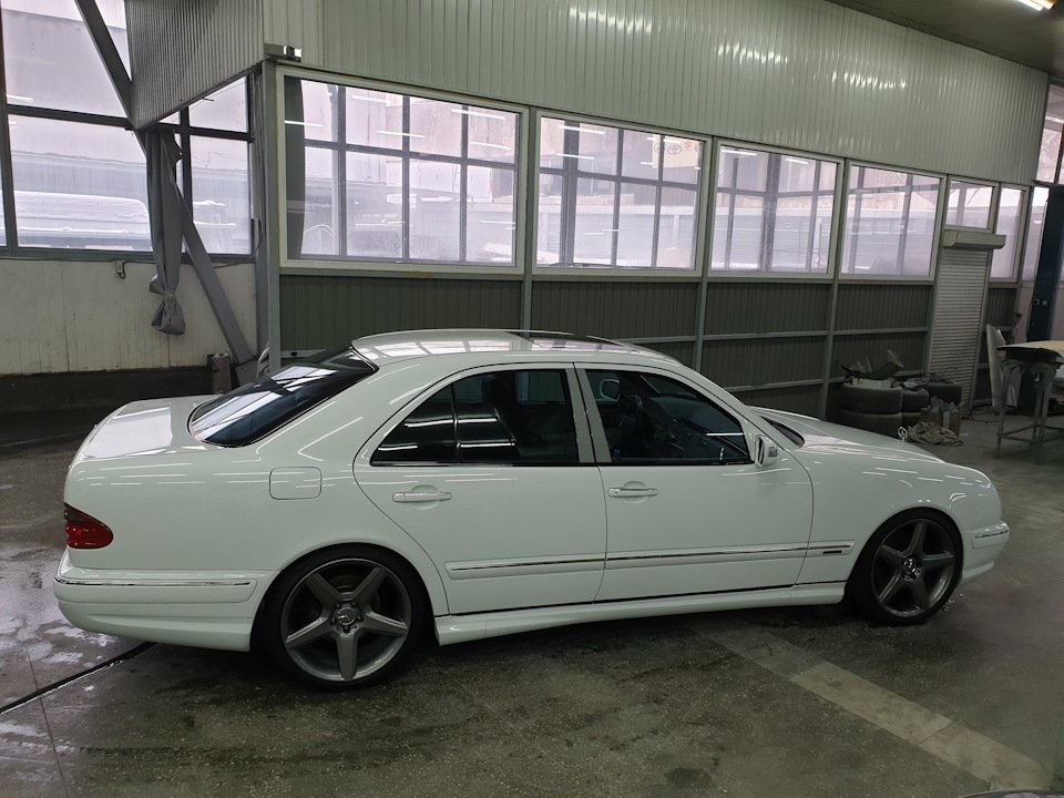 Mercedes-Benz W210 E55 Kompressor (4)