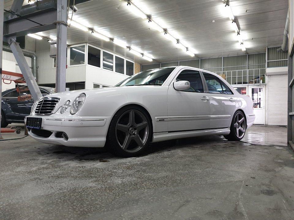 Mercedes-Benz W210 E55 Kompressor (7)