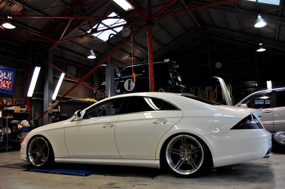 Mercedes-Benz W219 CLS Carbonized (87)