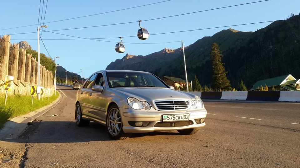 Mercedes C32 AMG W203 (12)