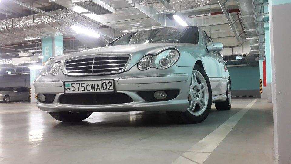 Mercedes C32 AMG W203 (23)