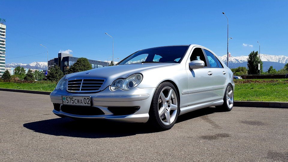 Mercedes C32 AMG W203 (2)