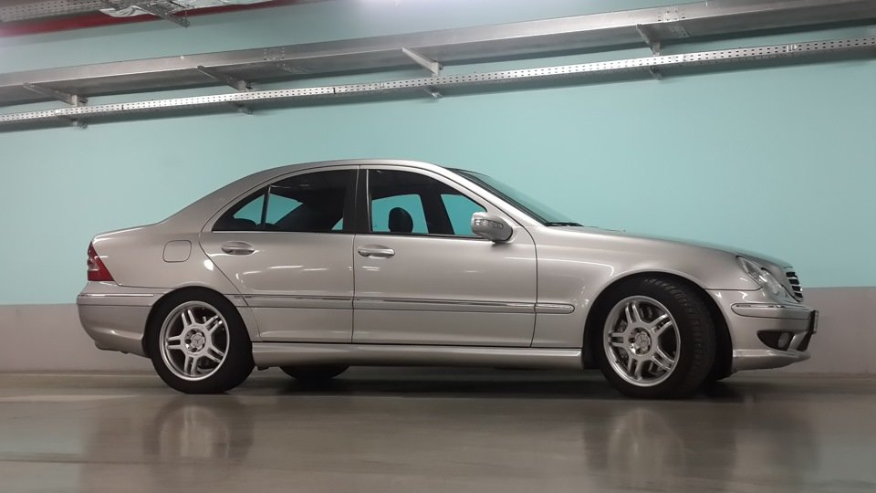 Mercedes C32 AMG W203 (30)