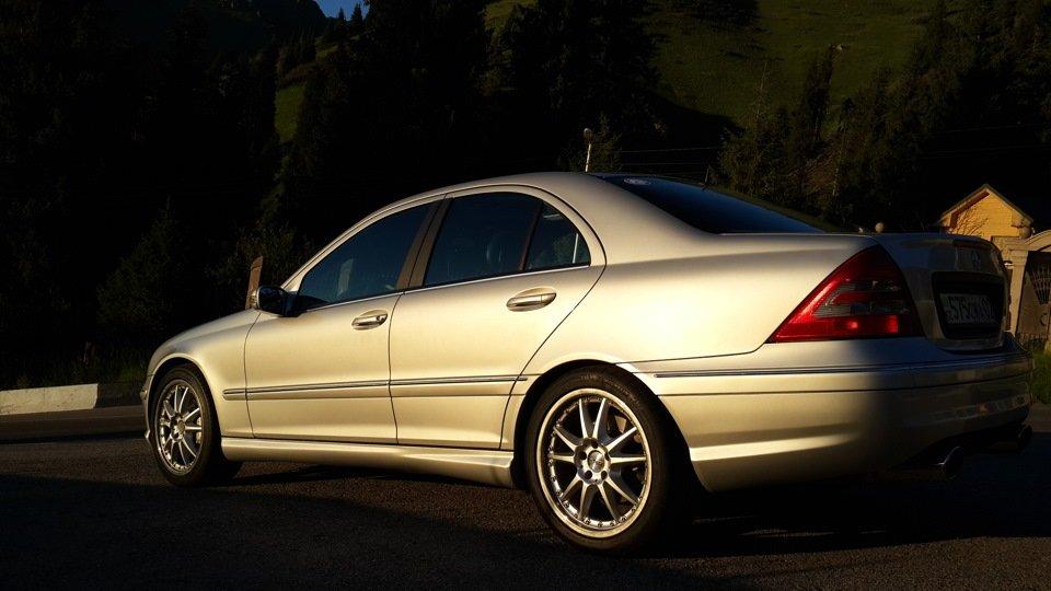 Mercedes C32 AMG W203 (34)