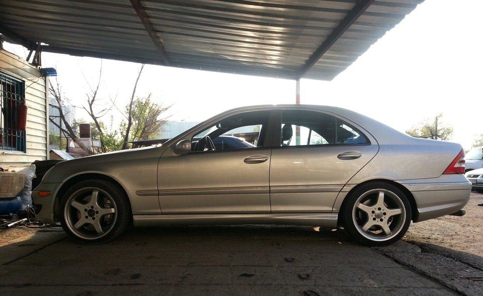 Mercedes C32 AMG W203 (36)