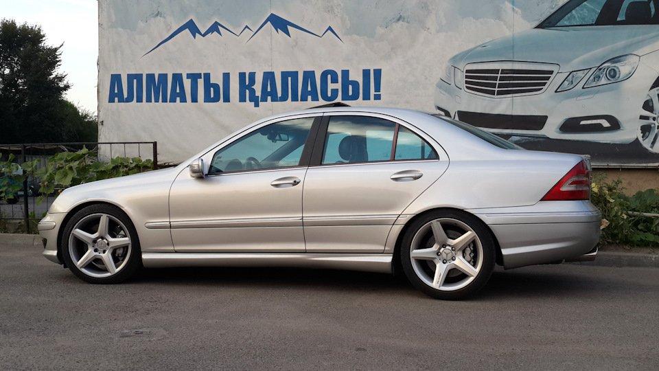 Mercedes C32 AMG W203 (3)