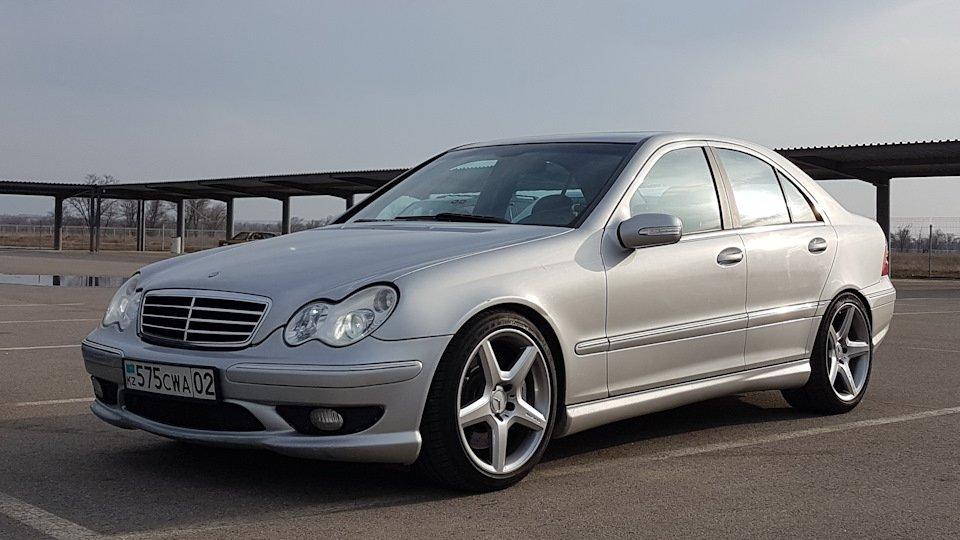 Mercedes C32 AMG W203 (48)