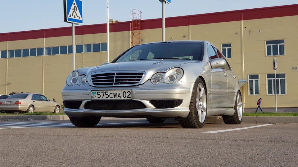 Mercedes C32 AMG W203 (53)
