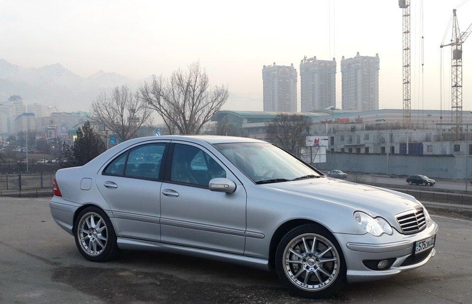 Mercedes C32 AMG W203 (8)