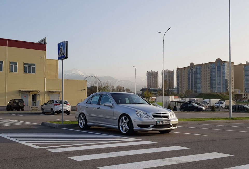 Mercedes C32 AMG W203 (9)
