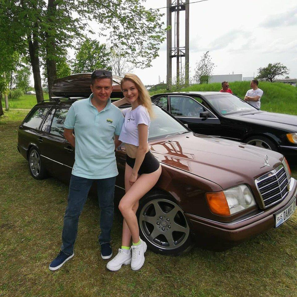 Mercedes E-class E280 S124 Candy Brown (43)