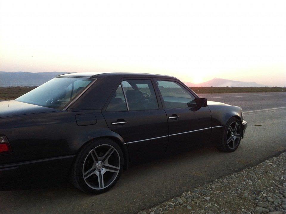 Mercedes E-class W124 E500 Black (12)