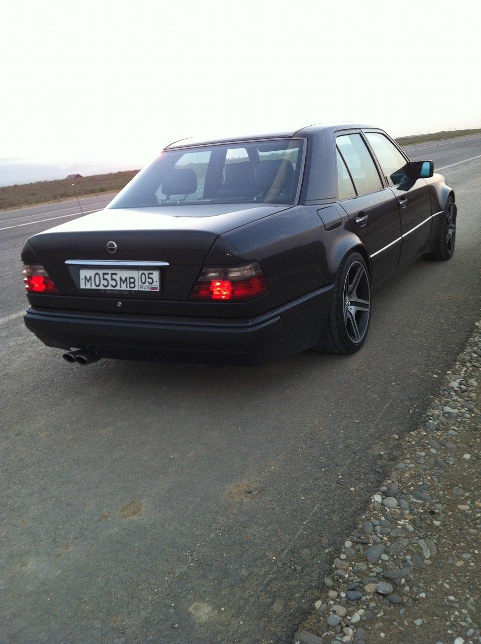 Mercedes E-class W124 E500 Black (15)