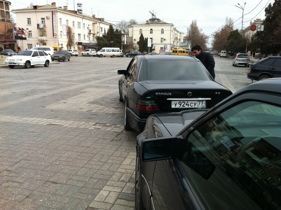 Mercedes E-class W124 E500 Black (1)