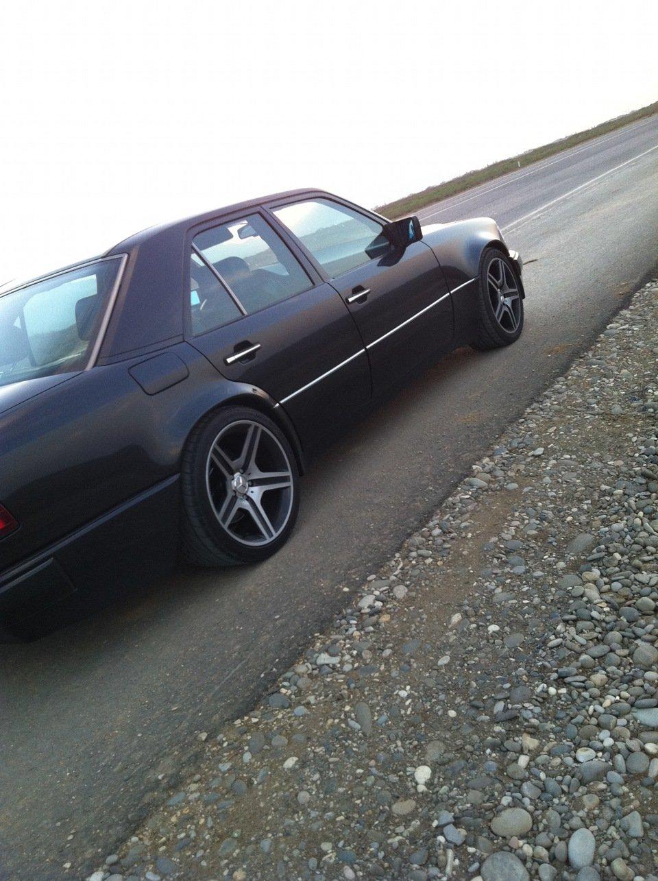 Mercedes E-class W124 E500 Black (5)