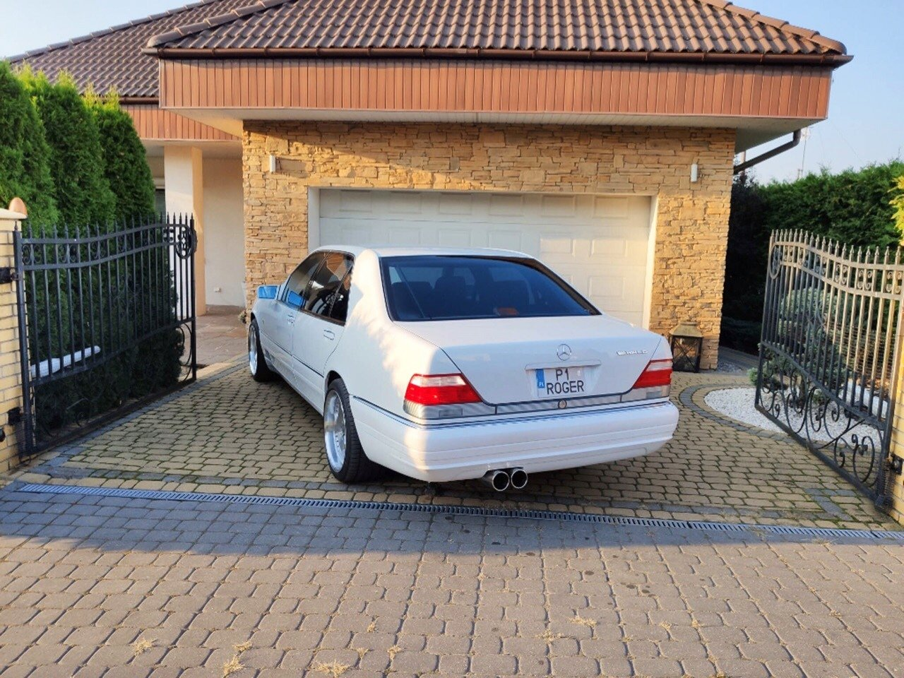 White Mercedes-Benz S500 W140 (7)